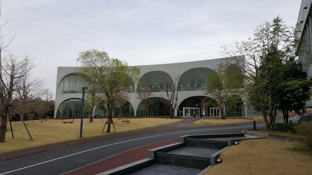 多摩美術大学・八王子図書館の外壁