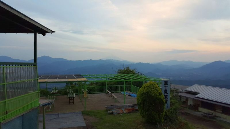 陣馬山の富士見茶屋