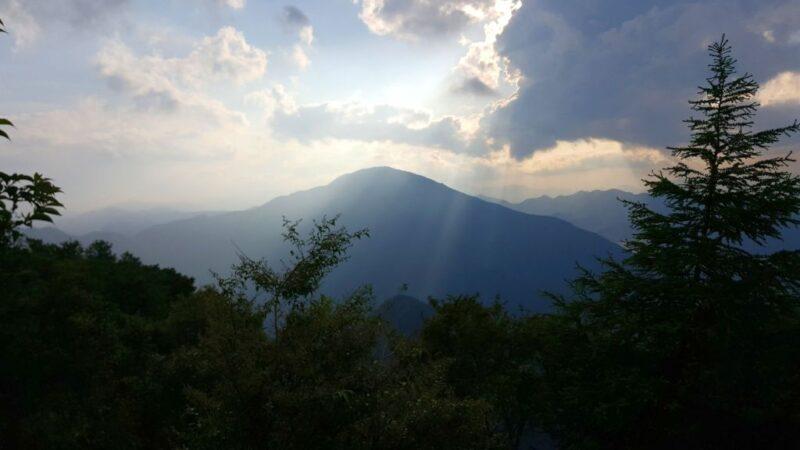 袖平山から見た蛭ヶ岳