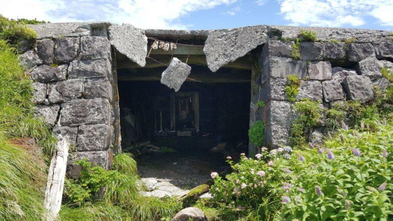 大山の石室