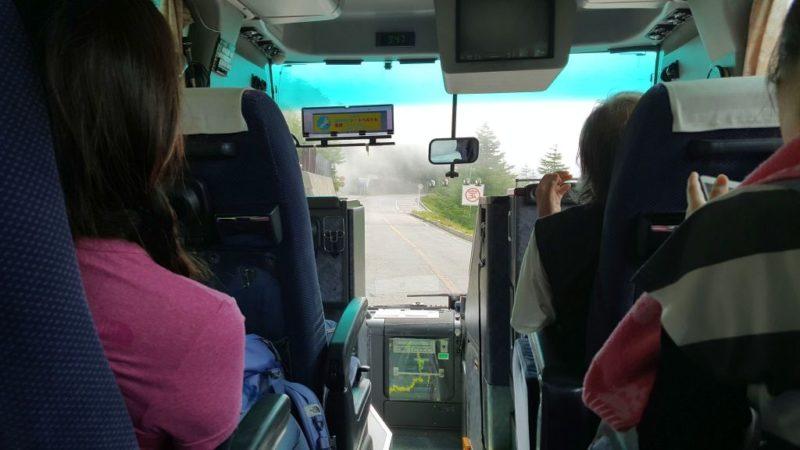富士登山バスの車内