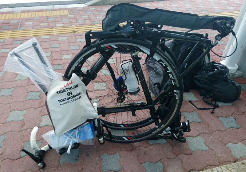 奄美大島空港でバイク分解