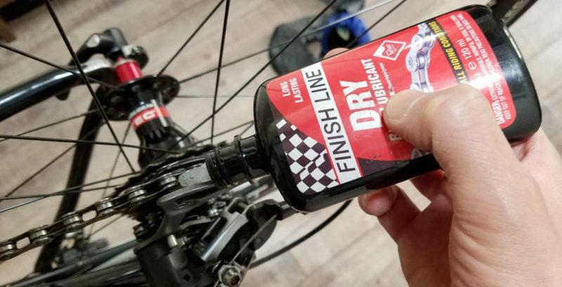 ロードバイクのチェーンに注油