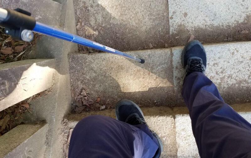 階段でポールを使う