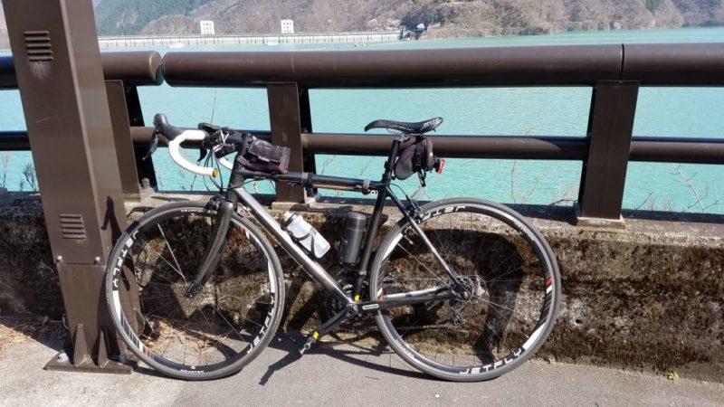 奥多摩湖とロードバイク